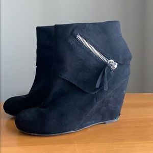 Used black wedge booties
